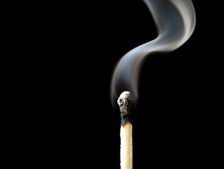 In vielen Anwendungen müssen aus Sicherheitsgründen schwer entflammbare Materialien eingesetzt werden.